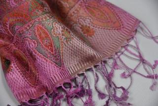 368496be971 Hedvábná šála Jamawar velká - růžová s ornamenty empty