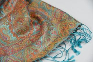 64c02972db Hedvábná šála Jamawar malá - azurová a oranžová s ornamenty empty