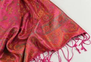 33436560029 Hedvábná šála Jamawar velká - Růžová a oranžová s ornamenty empty